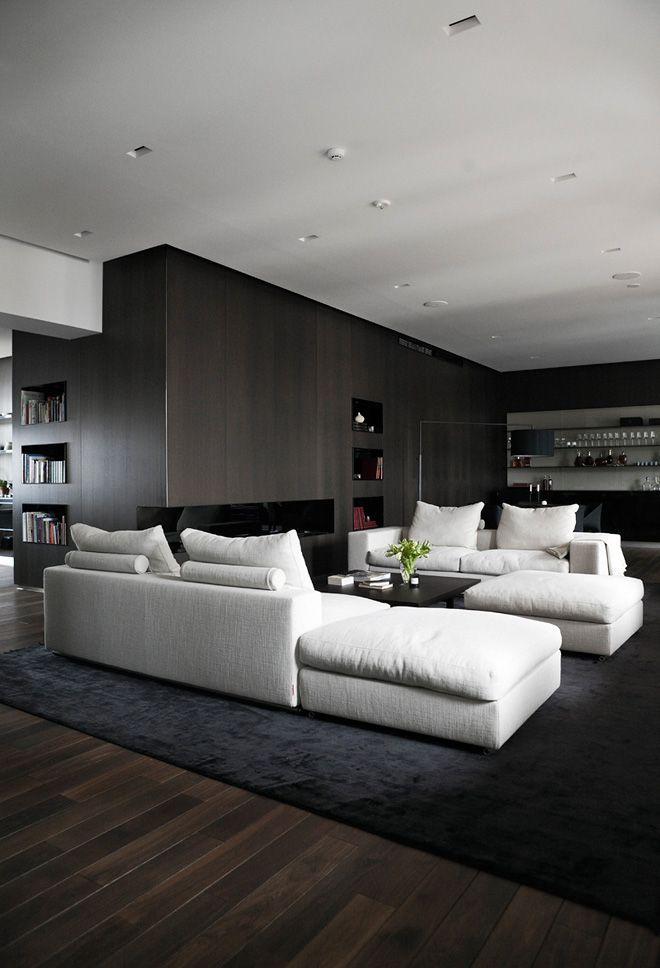 Tonos oscuros en el diseño de un departamento contemporáneo Patios