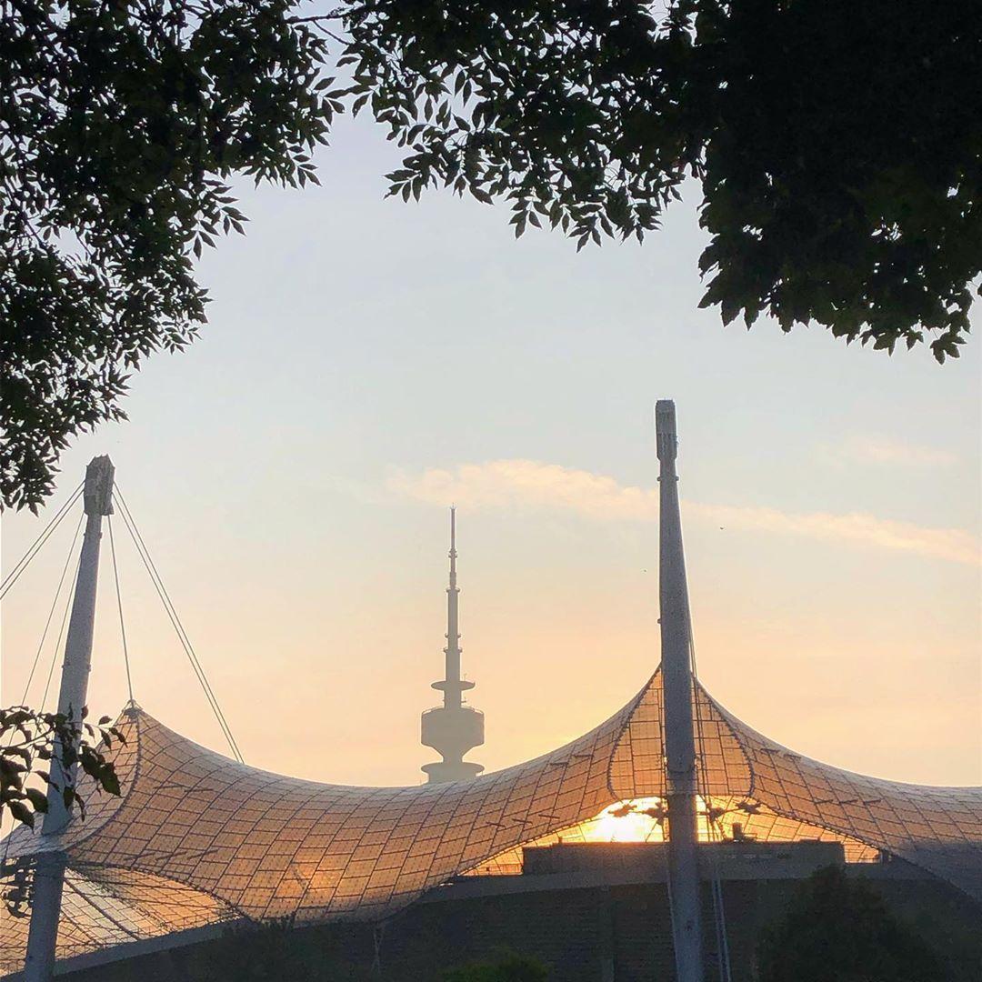 Munchen Olympiapark Und Olympiaturm Munchen Stadte Reise Olympia