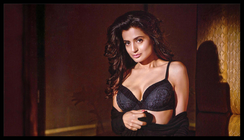 Amisha Patel Hot Boobs Pics pin on indian actress