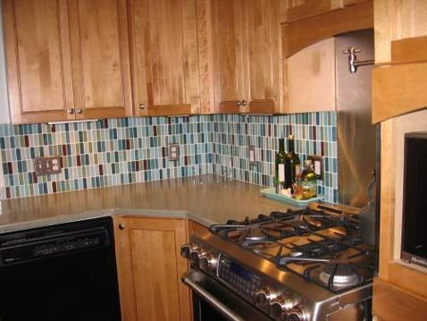 A Vertical Glass Mosaic Tile Backsplash Installation Creates Colorful Drama  And Vibrancy. It Pairs Perfectly