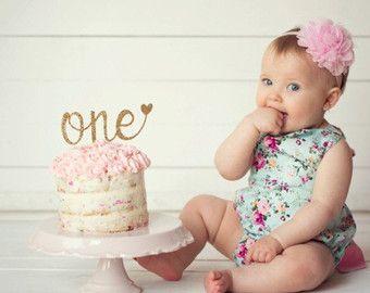 Kaunis ja yksinkertainen kakkukoriste yksivuotissyntymäpäiväkakkuun!  One Cake Topper - First Birthday Girl Cake Topper - 1st Birthday - Smash Cake Topper - Gold Glitter Cake Topper - Birthday Decor