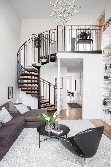 Woonkamer met een vijf meter hoog plafond - Ideeën voor het huis ...