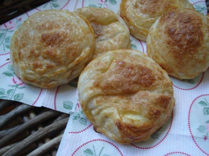Appelbeignets Super makkelijk! Warm aanbevolen. Met bladerdeeg in de oven bereid. Recept op: vandaagwatanders #appelbeignetsmaken