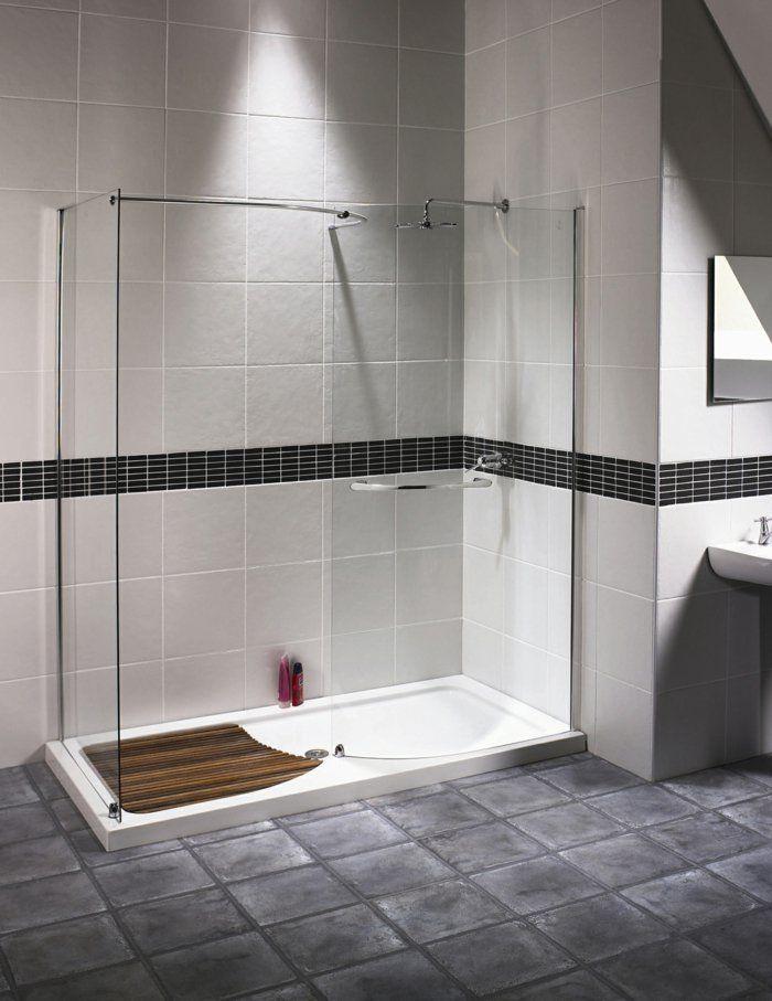 salle de bain blanche grise avec une cabine de douche integre