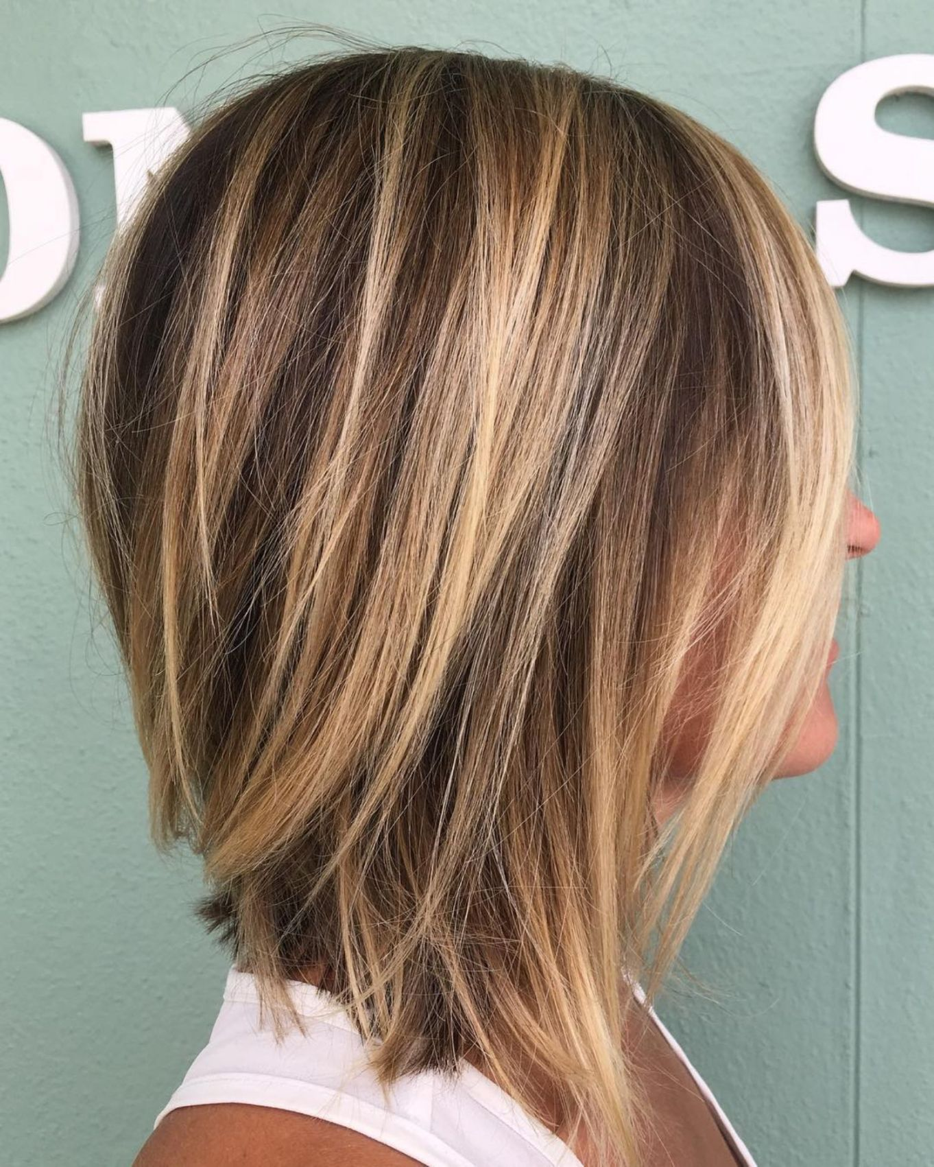 70 Brightest Medium Layered Haircuts To Light You Up 70 Brightest Medium Leng Brightest In 2020 Long Thin Hair Medium Layered Haircuts Medium Length Hair Styles