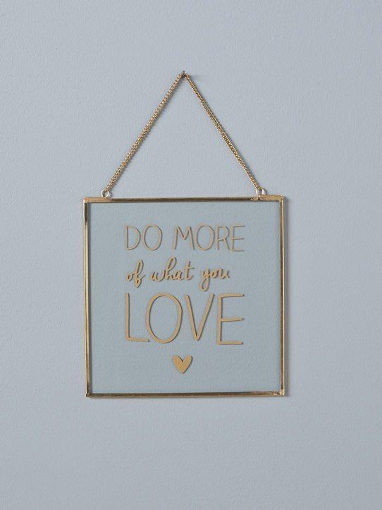 Laissez vous séduire par les objets déco en métal doré cyrillus cadre photo miroir doré déco murale patères porte cartes beaucoup de chic au salon