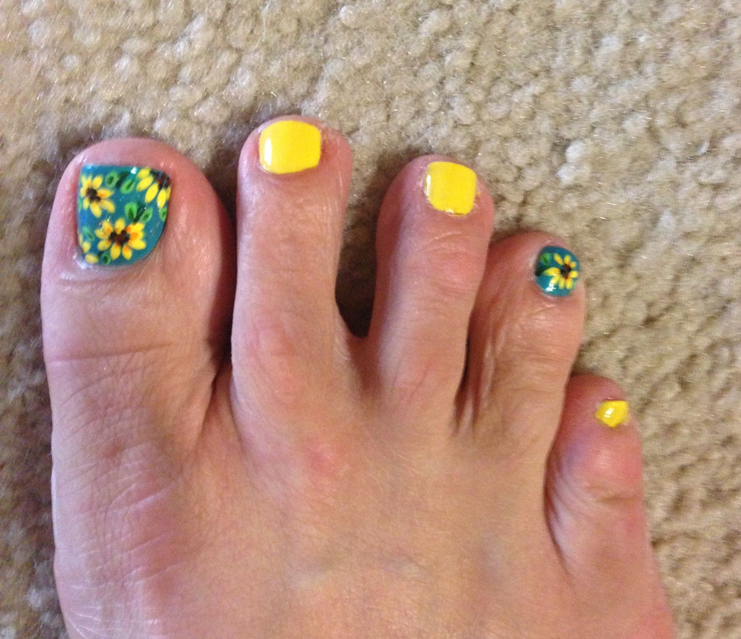 Yellow Nail Polish Toenails: Sunflower Toenail Art By Luanne Nye. LOVE IT!