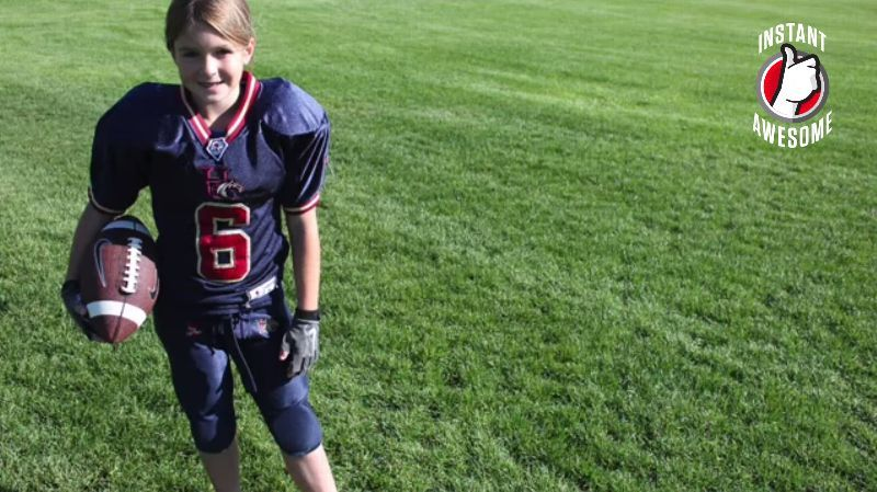 The Buzz Sam Gordon Joins Girls Tackle League With Images Female Football Player Tackle Football Football Players