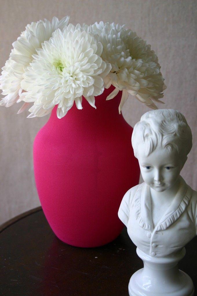 diferente con un florero y globos
