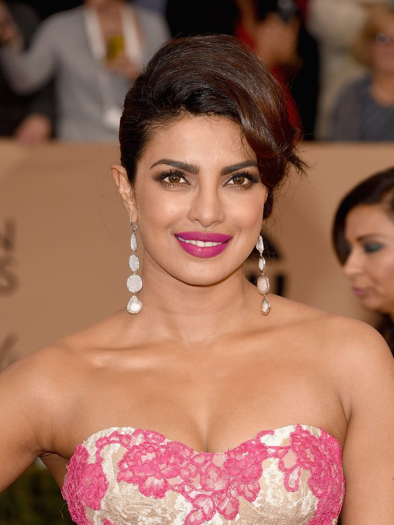 Priyanka Chopra doing every bit of justice to the electric pink lip shade at the SAG Awards 2016.