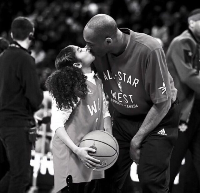 Legend never die.  This broke my heart…💔  Pray for them 🙏  sports #aesthetic #kobe bryant #rip #sport woman #sports #basketball #photoshoot #poetry #picoftheday #celebs #celebrities #viral news #news #athlete #quotes #love #instadaily #artist #beautiful quote