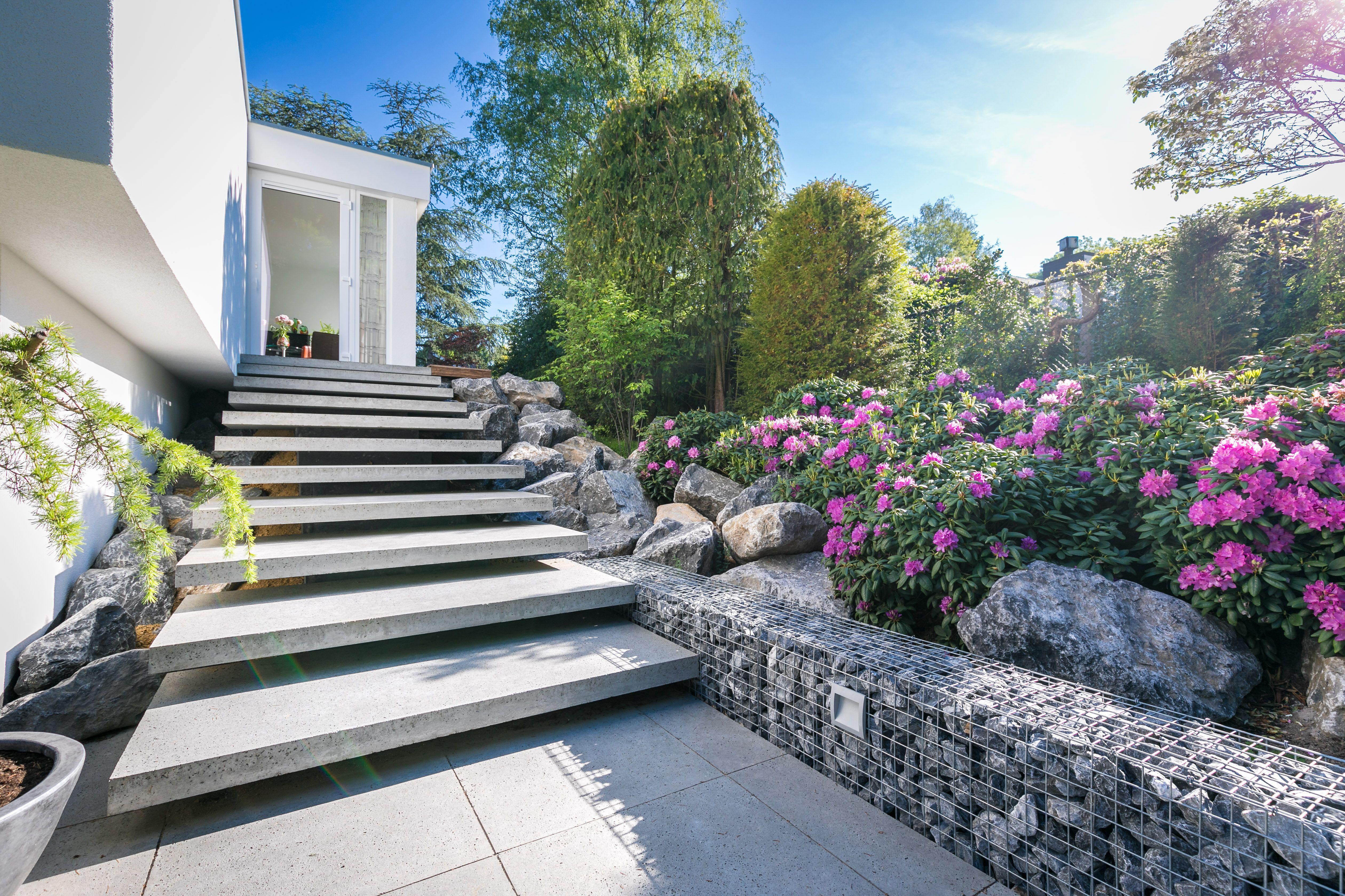 Rotsblokken Voor Tuin : Tuininspiratie schanskorven rhododendron zwevende trap