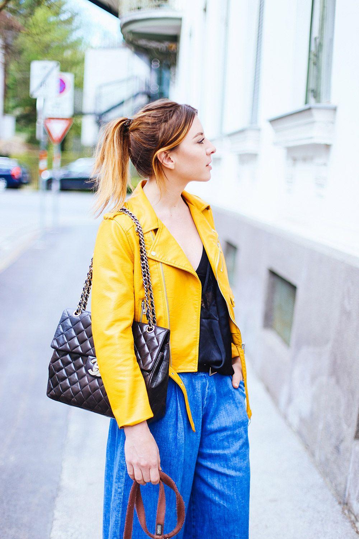 Streetstyle: gelbe Lederjacke, Denim Culotte und Lingerie Shirt!