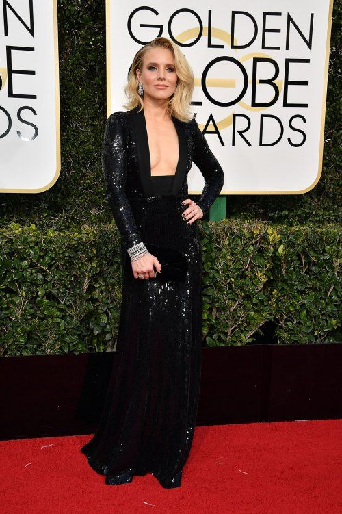 Kristen Bell in a Jenny Packham gown at the 2017 Golden Globes Awards red carpet.