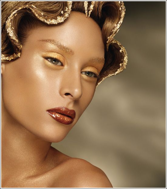 Thierry Mugler Gold Collection for Summer 2010 I like the lip color.