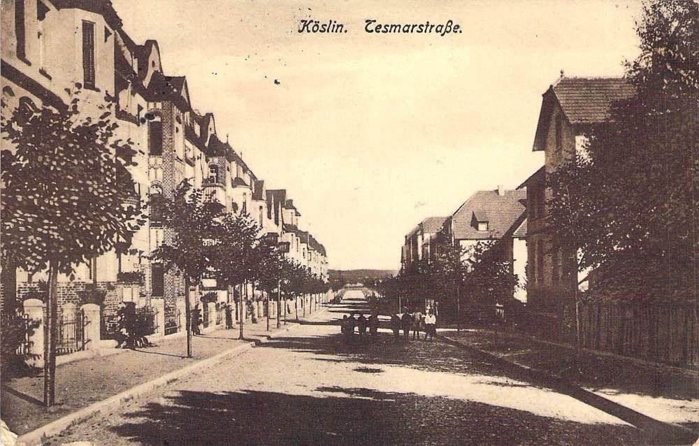 Alte Ansichtskarte Pommern Köslin Koszalin Tesmarstraße Gebäude Personen Feldpos