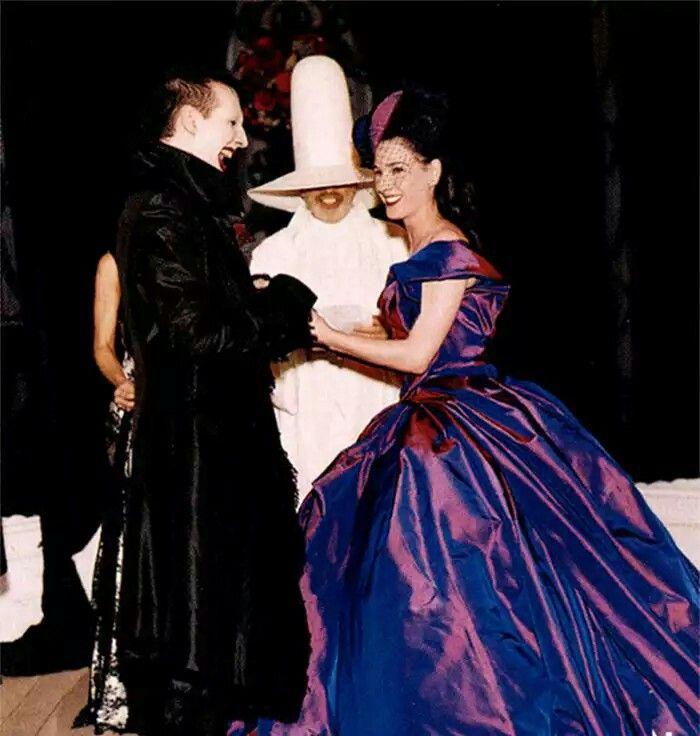 Marilyn Manson Dita Von Teese 2001 Apparently The Couple Divorced In 2003 Dita Von Teese Wedding Dita Von Teese Celebrity Wedding Dresses