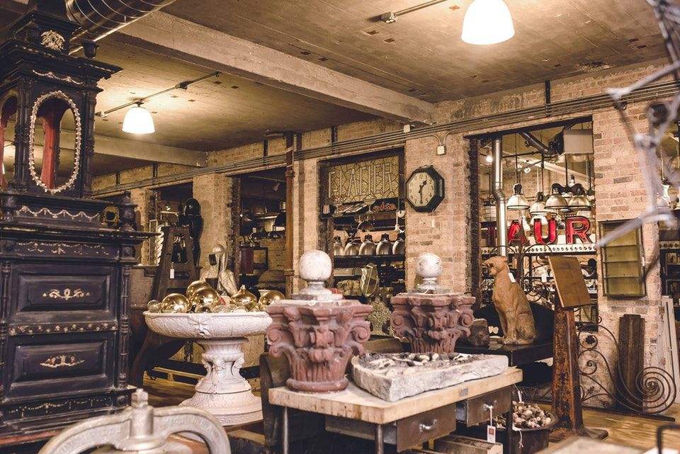 Antique Shop in Chicago, IL Artifacts, Architecture