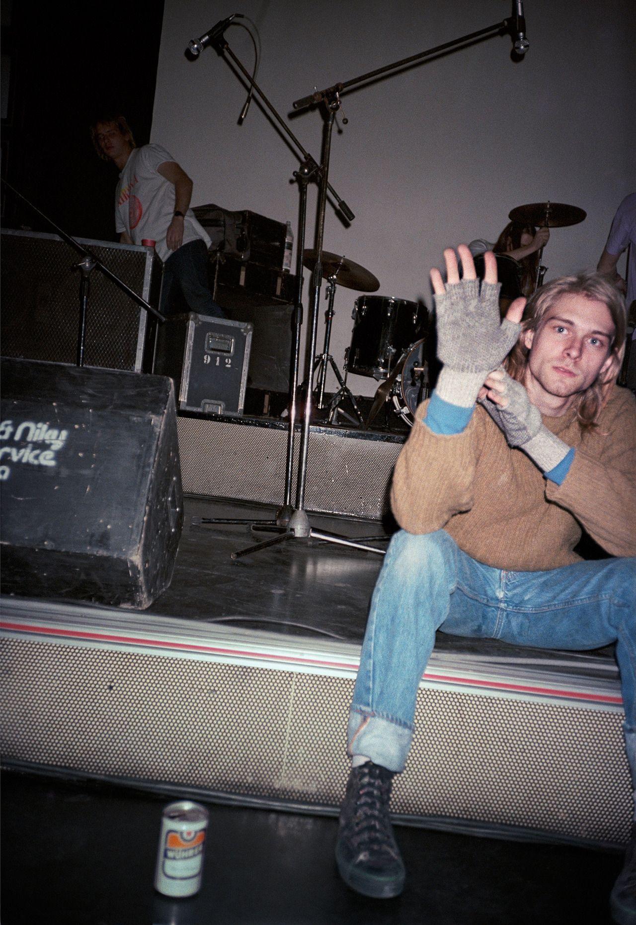 Kurt Cobain greeting photographer Bruce Pavitt when he arrived at the Piper Club, Rome, 27 November 1989.