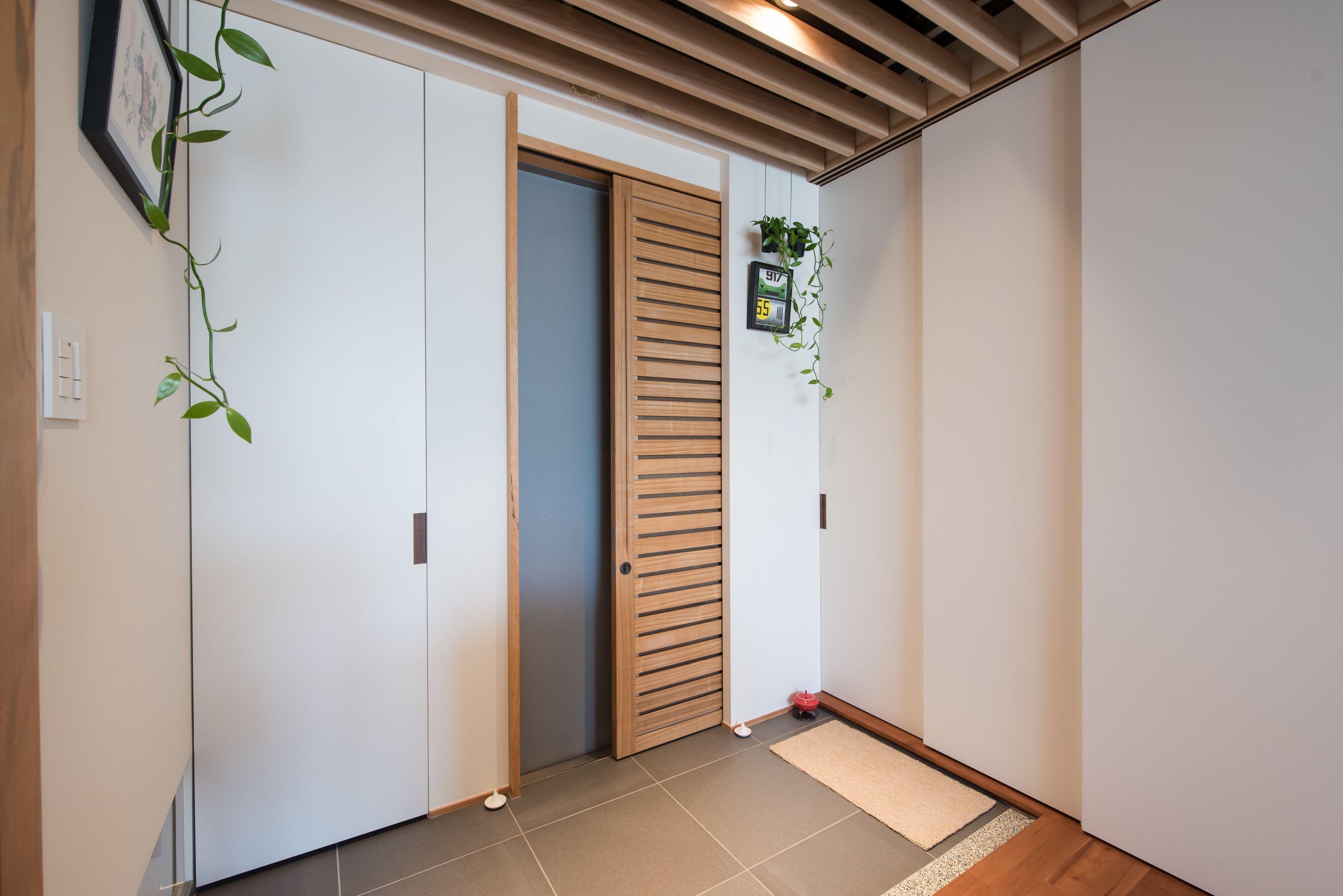 玄関ドアに通風網戸を 2020 自宅で 網戸 居家