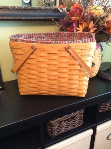 2000 Longaberger Magazine Basket