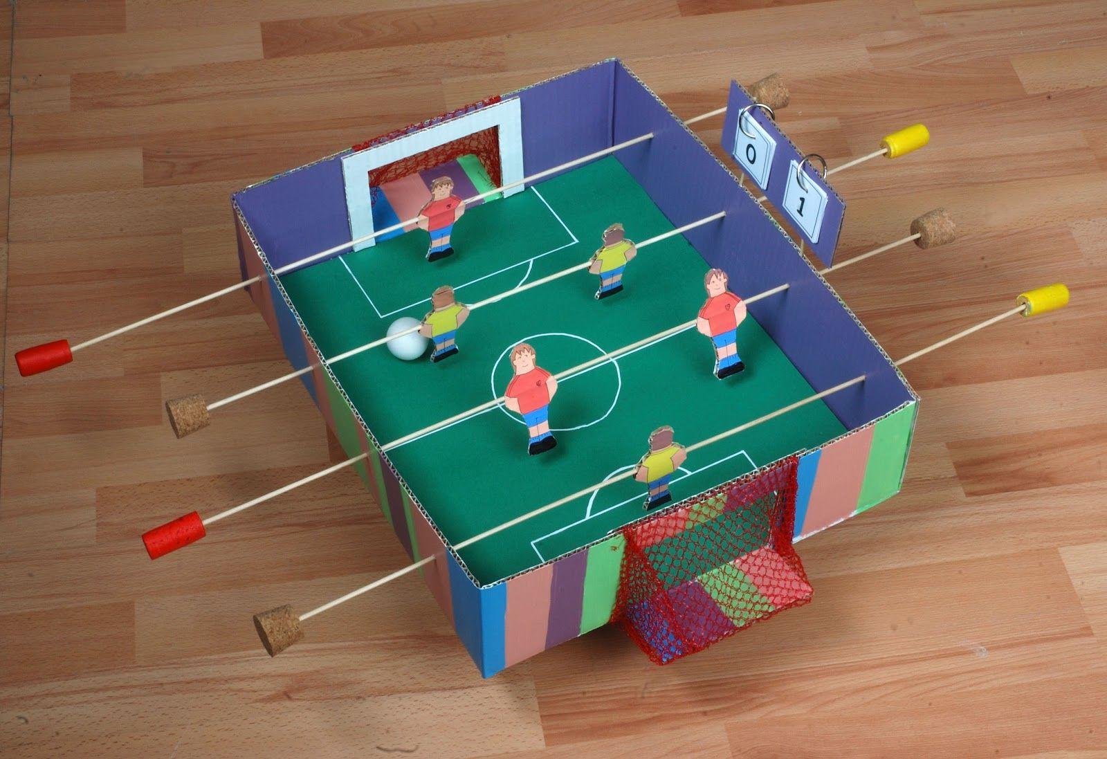 Si Eres Un Loco Del Futbol Organiza Tu Propia Liga En Casa Material Necesario 1 Caja De Carton Pintura Manualidades Juguetes Hechos En Casa Futbolin
