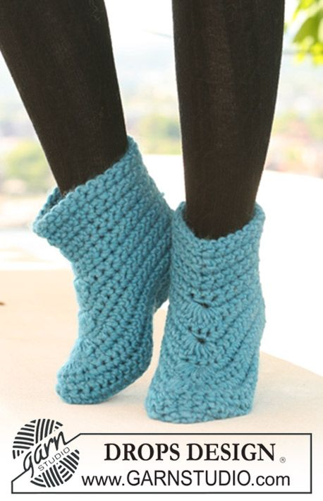 "Crochet DROPS slipper in ""Eskimo"". ~ DROPS Design 