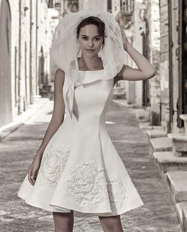 Abiti Da Sposa Corti 2020 50 Modelli Bellissimi Beautydea Nel 2020 Abiti Da Sposa Abiti Da Sposa Corti Sposa Corta