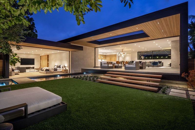 This Modern California House Creates An Indoor Outdoor Lifestyle With Retractable Glass Walls California Homes Modern Architecture Architecture House