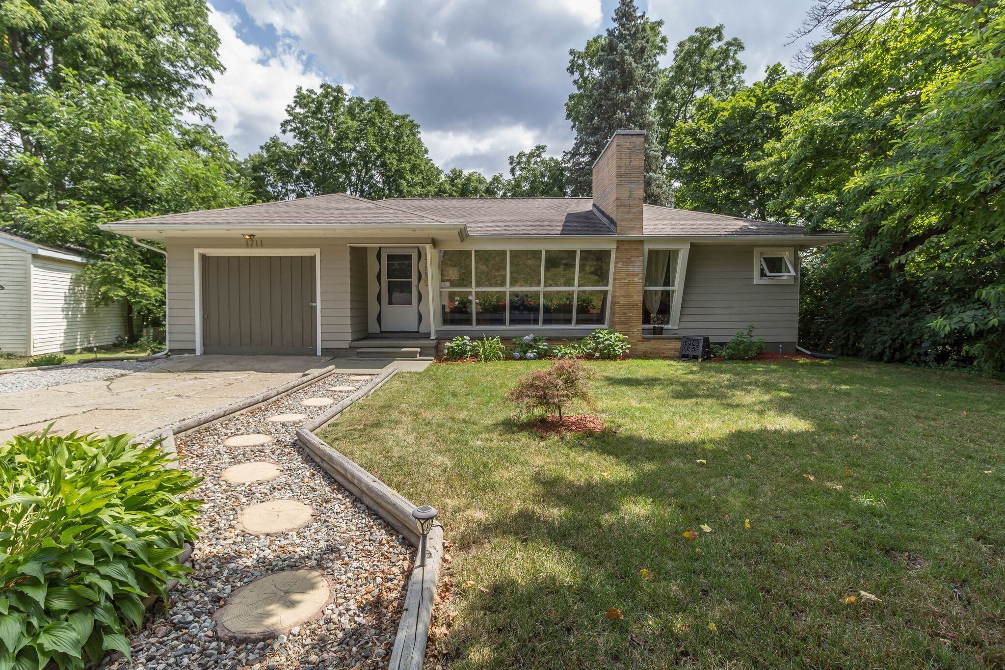 homes for sale in lansing mi area