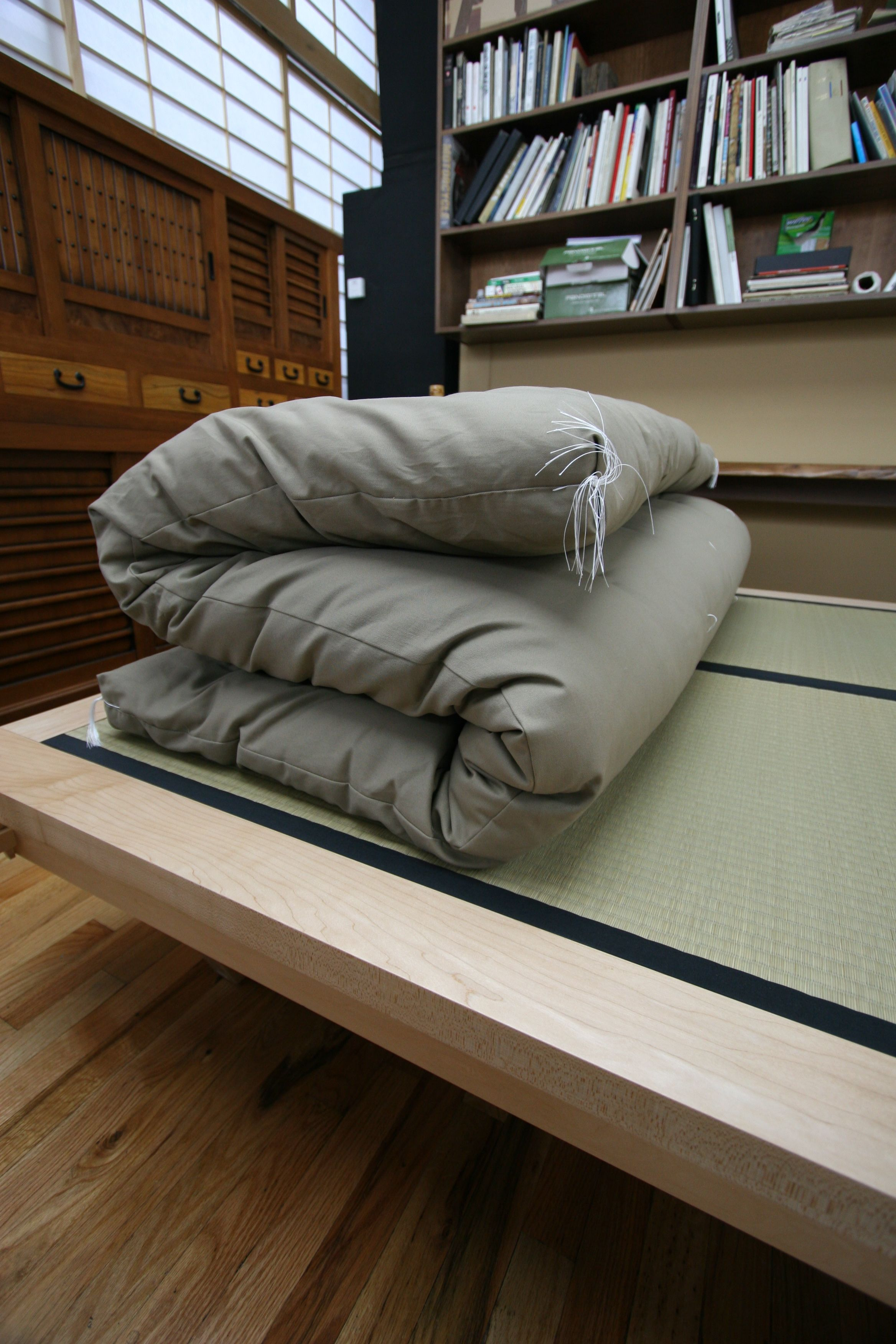 Japanese futon and tatami an alternative to western mattress