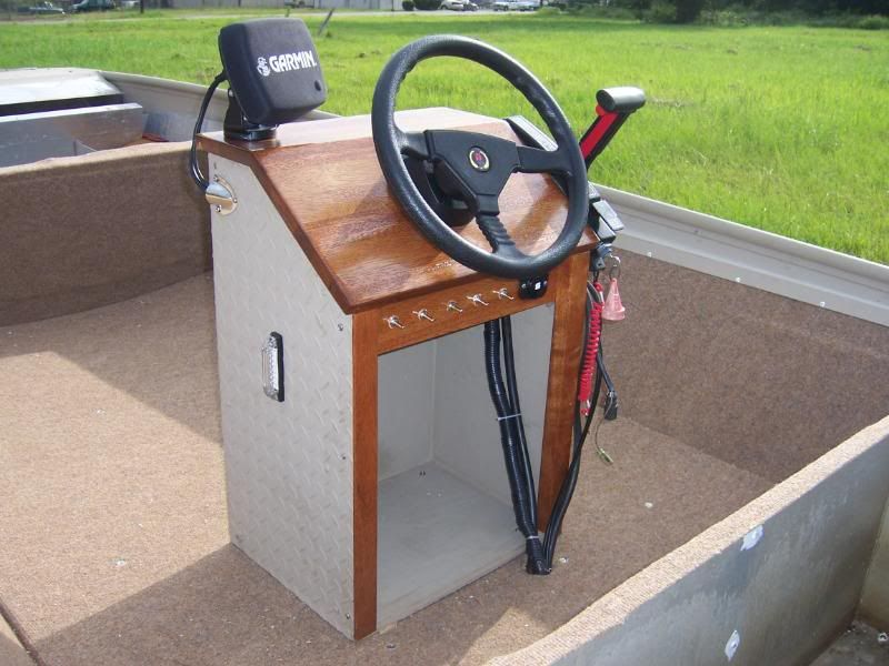 Zoom in (real dimensions: 800 x 600) | Pontoons | Center console