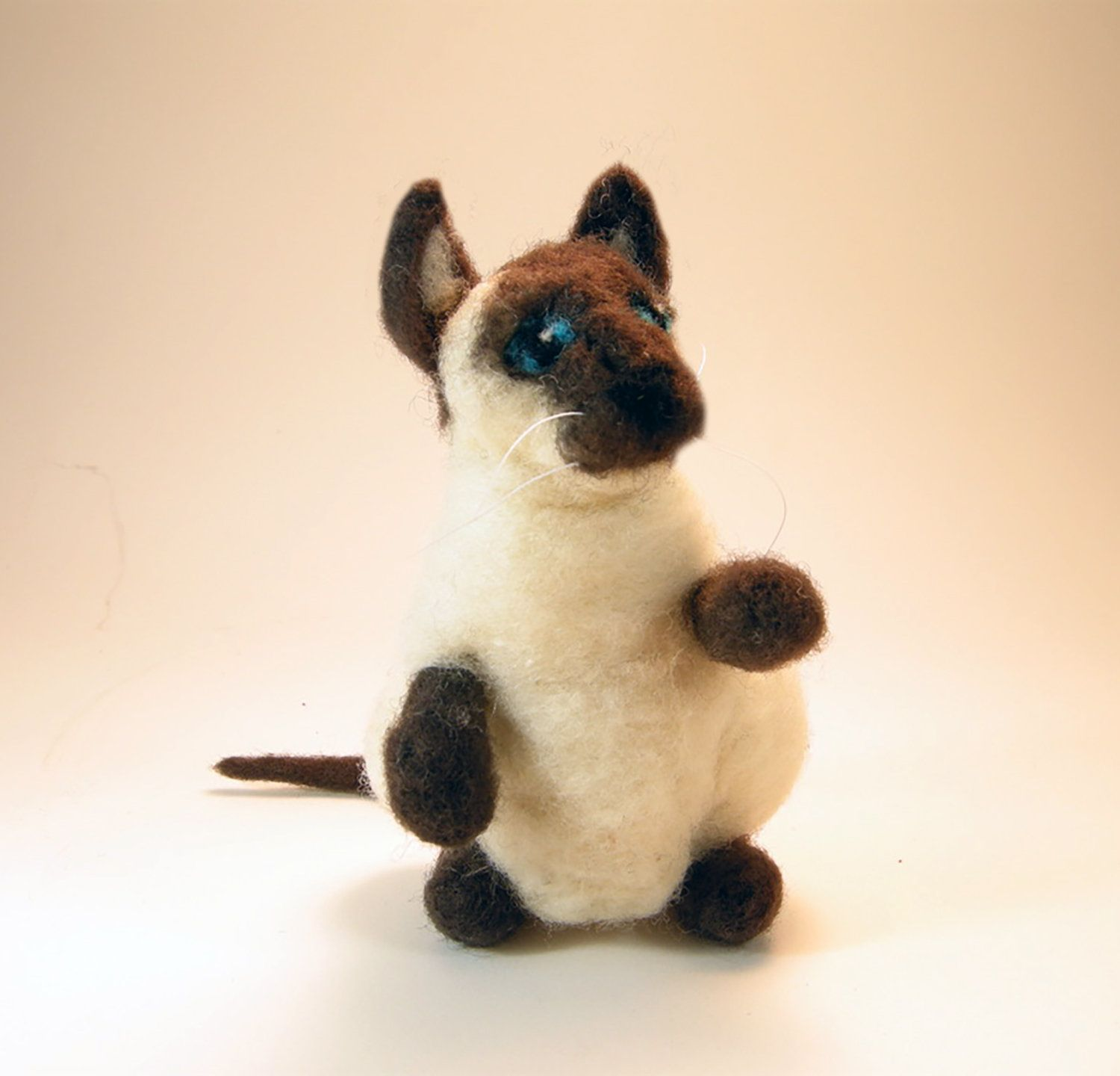 Cat/Siamese cat/Siamese kitty/needle felted sits upright