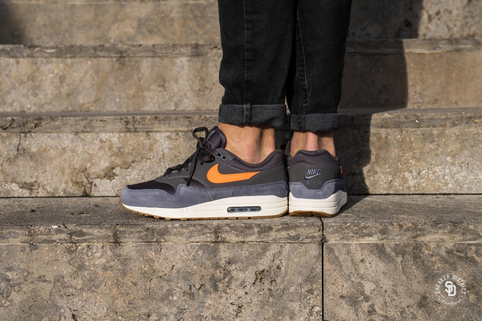Nike Air Max 1 Thunder GreyTotal Orange Light Carbon