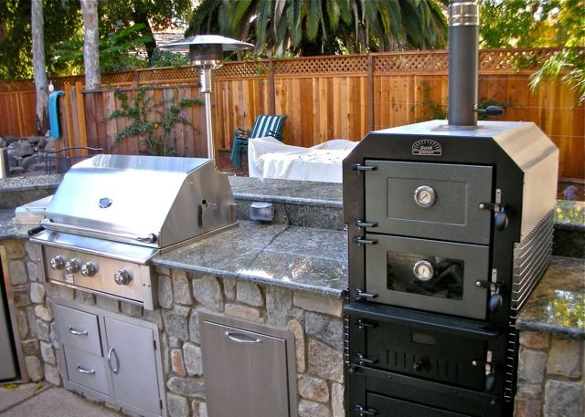 I like that there 39 s a smoker pizza oven as well as a - Outdoor kitchen pizza oven design ...