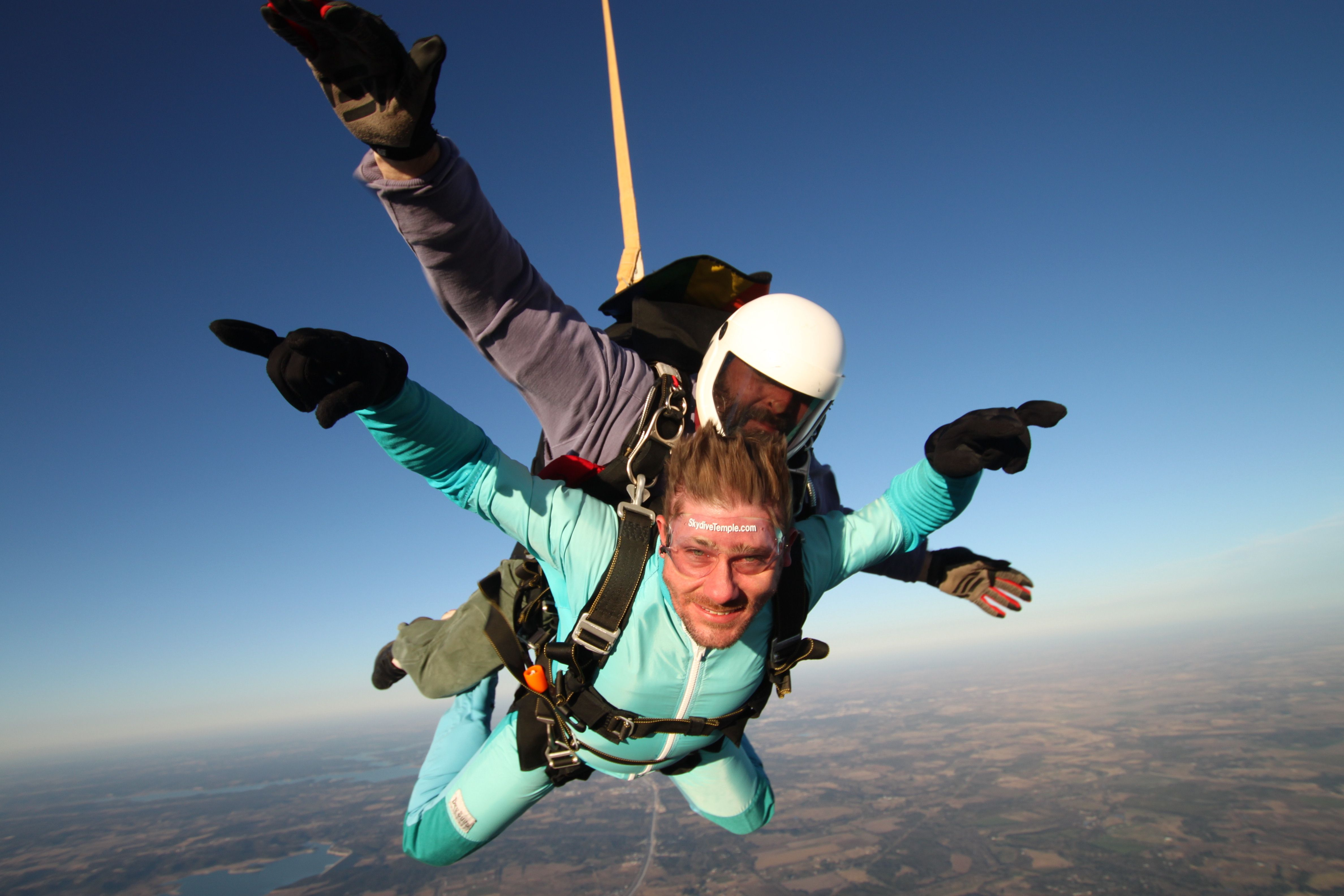 Chad Doing A Tandem Skydive After Getting Married On New Years Eve Skydive Skydiving Skydiving Paragliding Photo