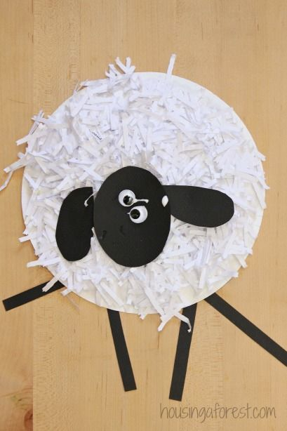 Paper Plate Crafts ~ How to Make a Paper Plate Sheep I love simple Paper Plate Crafts. With spring right around the corner I couldn\u0027t resist making an ... & Paper Plate Crafts ~ How to Make a Paper Plate Sheep I love simple ...