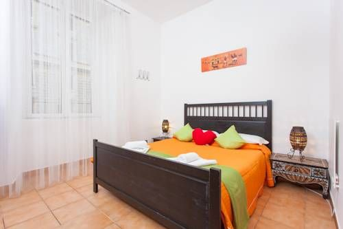 Meltin' Rome Guest House Rome The family-run Meltin' Rome is only a 5-minute walk from Roma Termini Train Station, and 350 metres from the city's biggest ethnic market at Piazza Vittorio Emanuele. The guest house offers stylish air-conditioned rooms with free Wi-Fi and an LCD TV.
