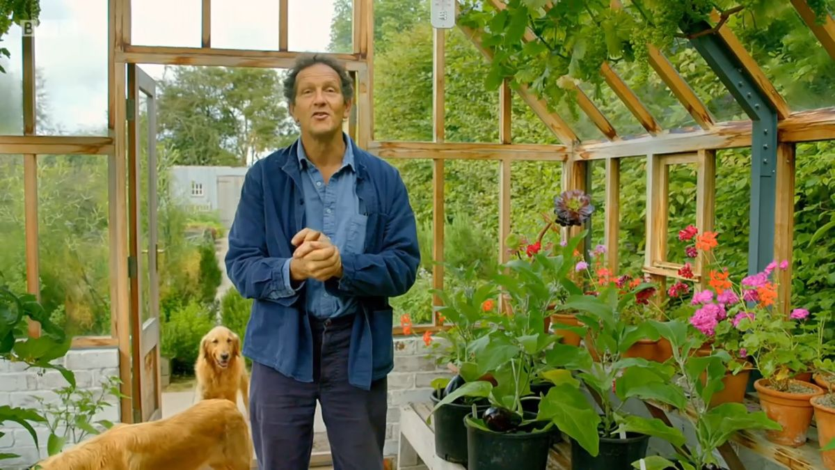 Earlier in the year, Monty put aside a patch of his garden to grow his own cut flowers, and this week he returns to assess the results and harvest his…