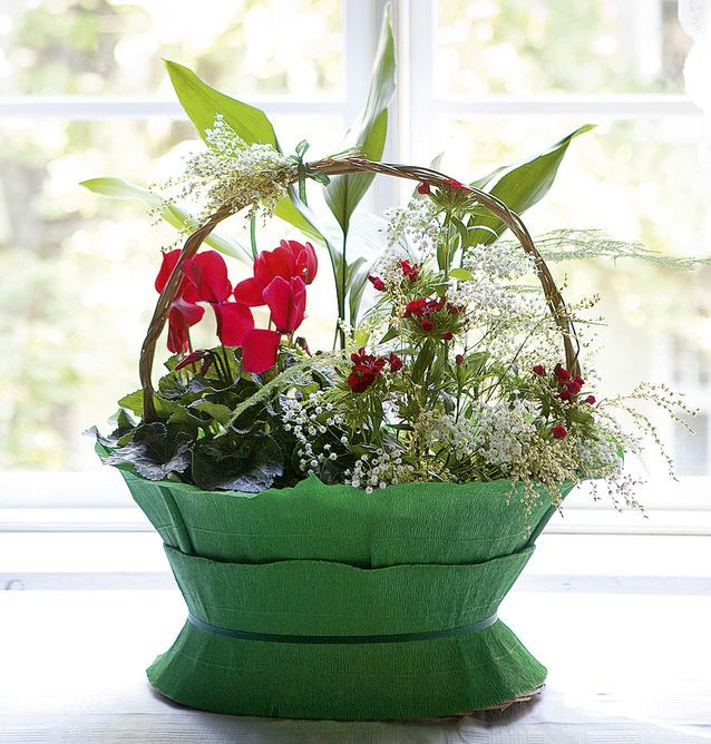 Flower basket in the end of 1900th century style
