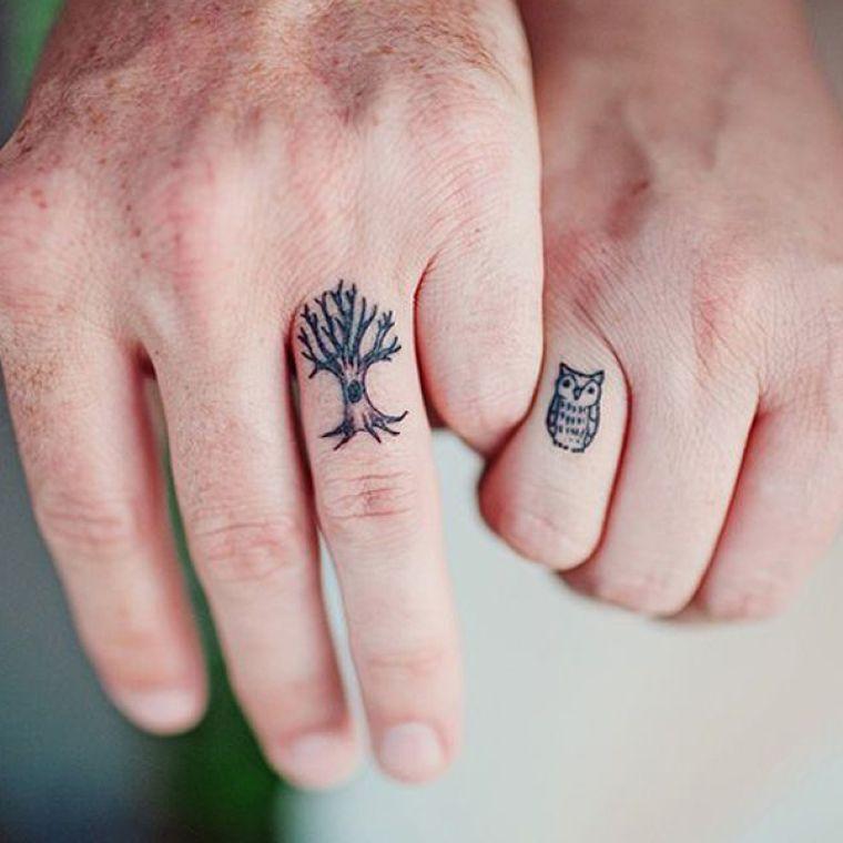 Le Tatouage Bague Remplace L Alliance De Mariage Regardez