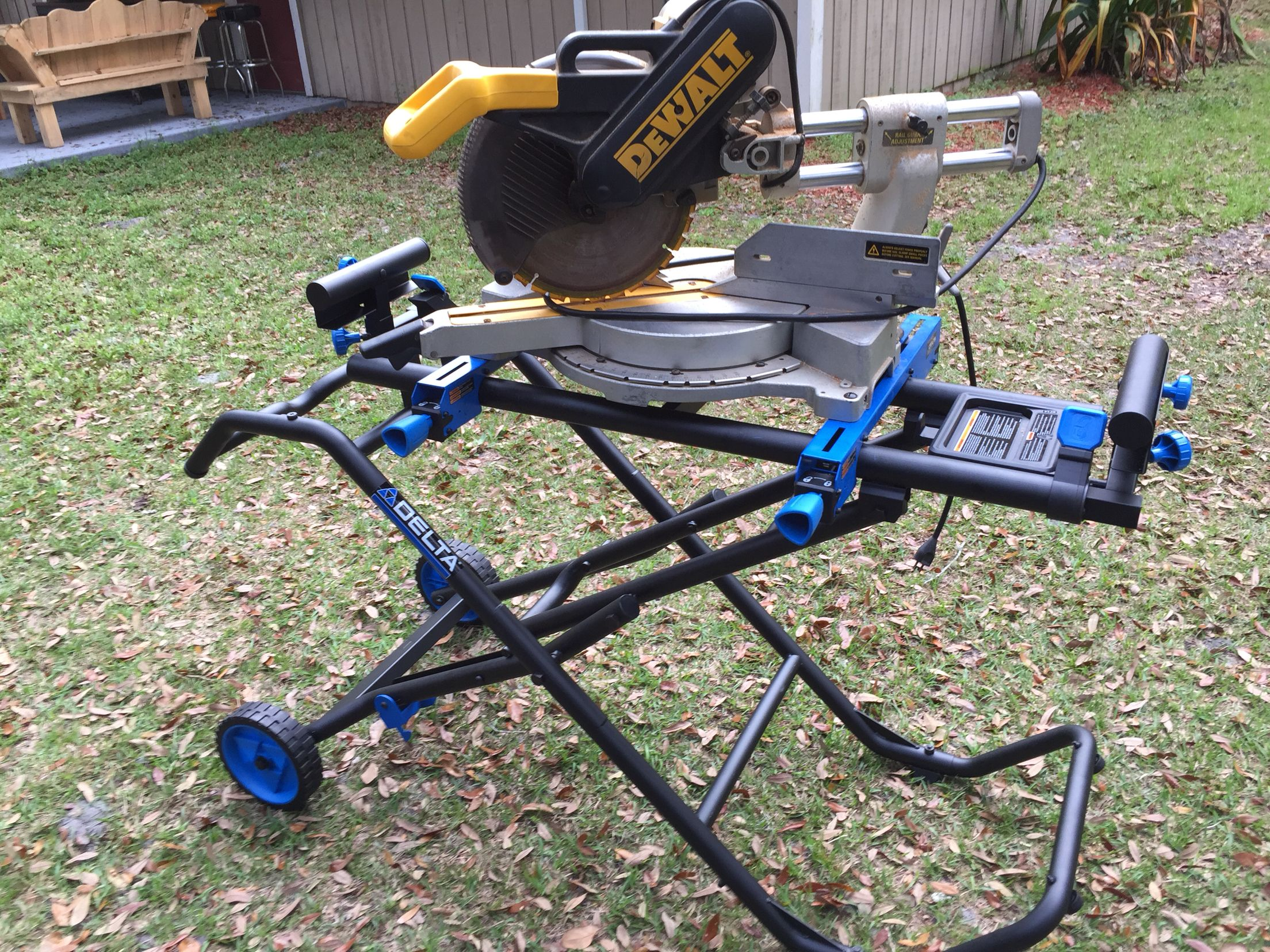 Dewalt 12 Quot Compound Miter Saw Setting On A Delta Rolling