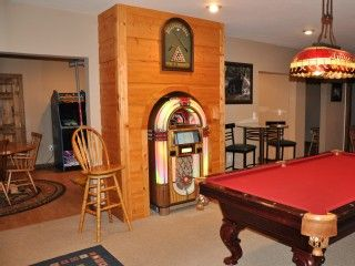 Blue Ridge Cabin Rental: Bubbler Jukebox~ Pool Table~hot Tub~8 Arcade