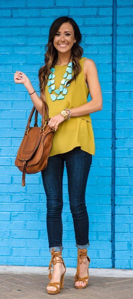 35 ideas de outfits para combinar una blusa amarilla  cc2ed2cebef