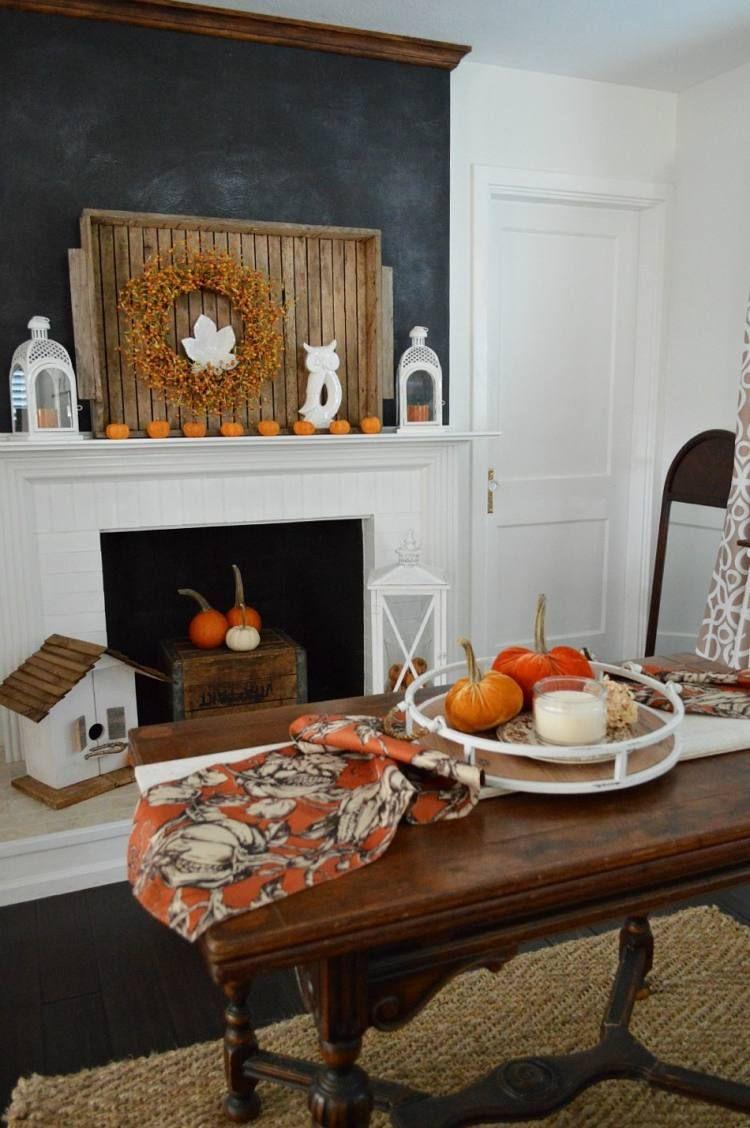 Schon Herbst Deko Auf Dem Wohnzimmertisch Mit Rundem Tablett Aus Holz