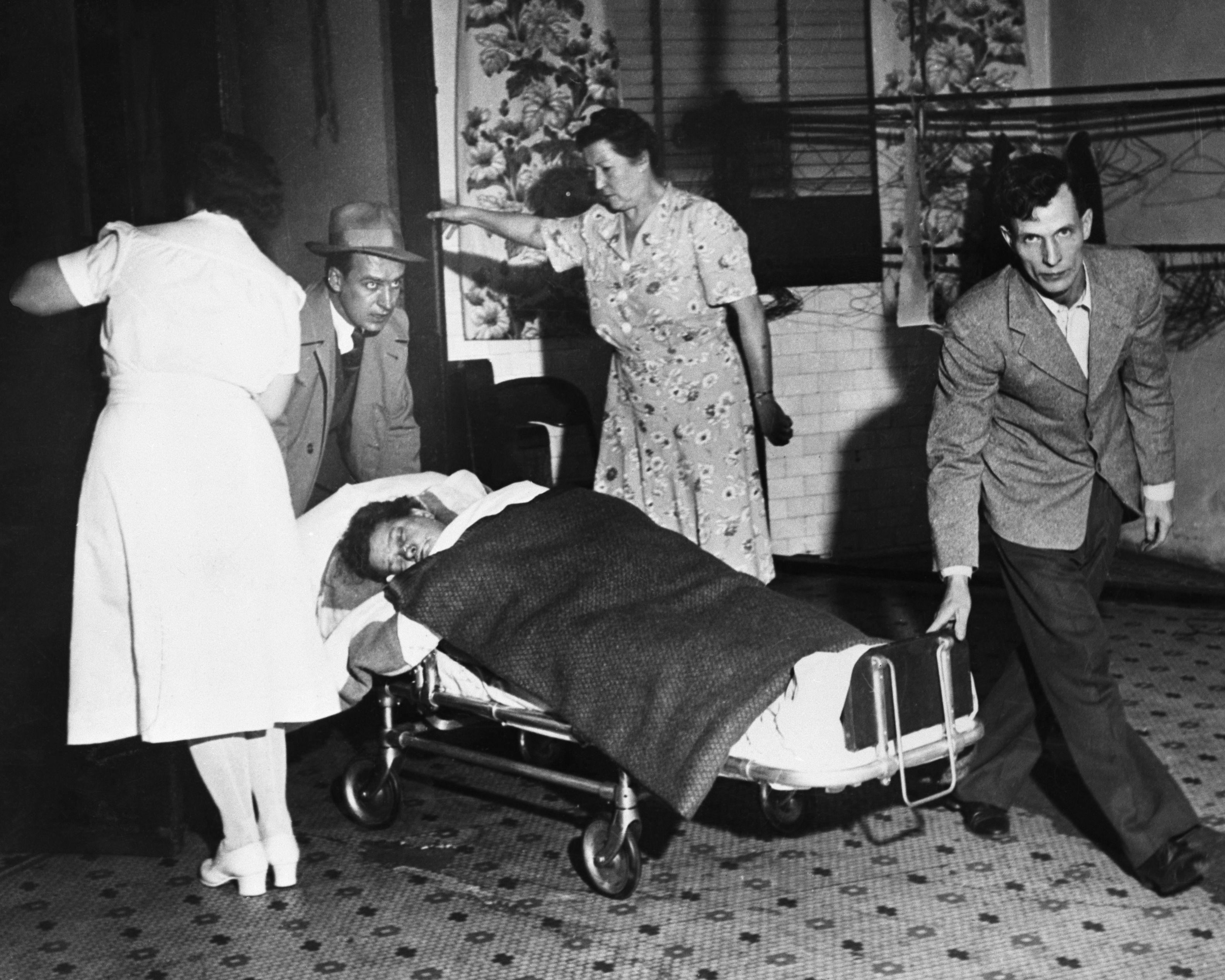 Smog victim on stretcher, Donora, PA, November 4, 1948 ...