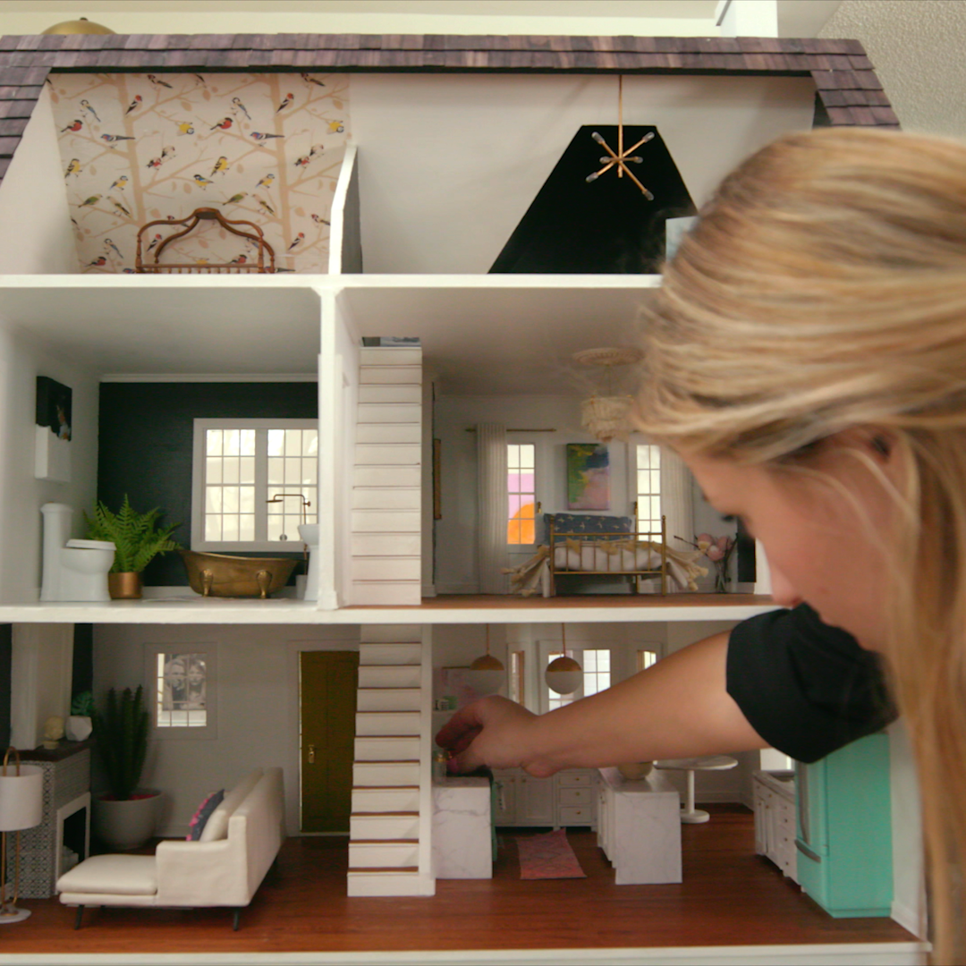 Sina's Modern Farmhouse is everything you've ever wanted in a house. Here's the kicker... it's a dollhouse! #dollhouses