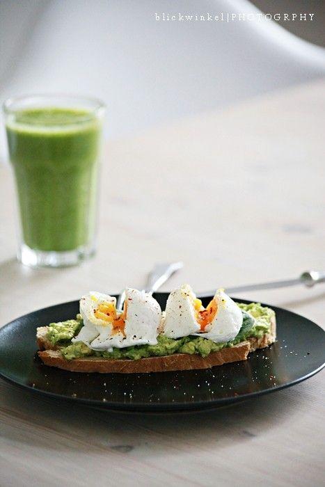bread with avocado cream, raw spinach & eggs