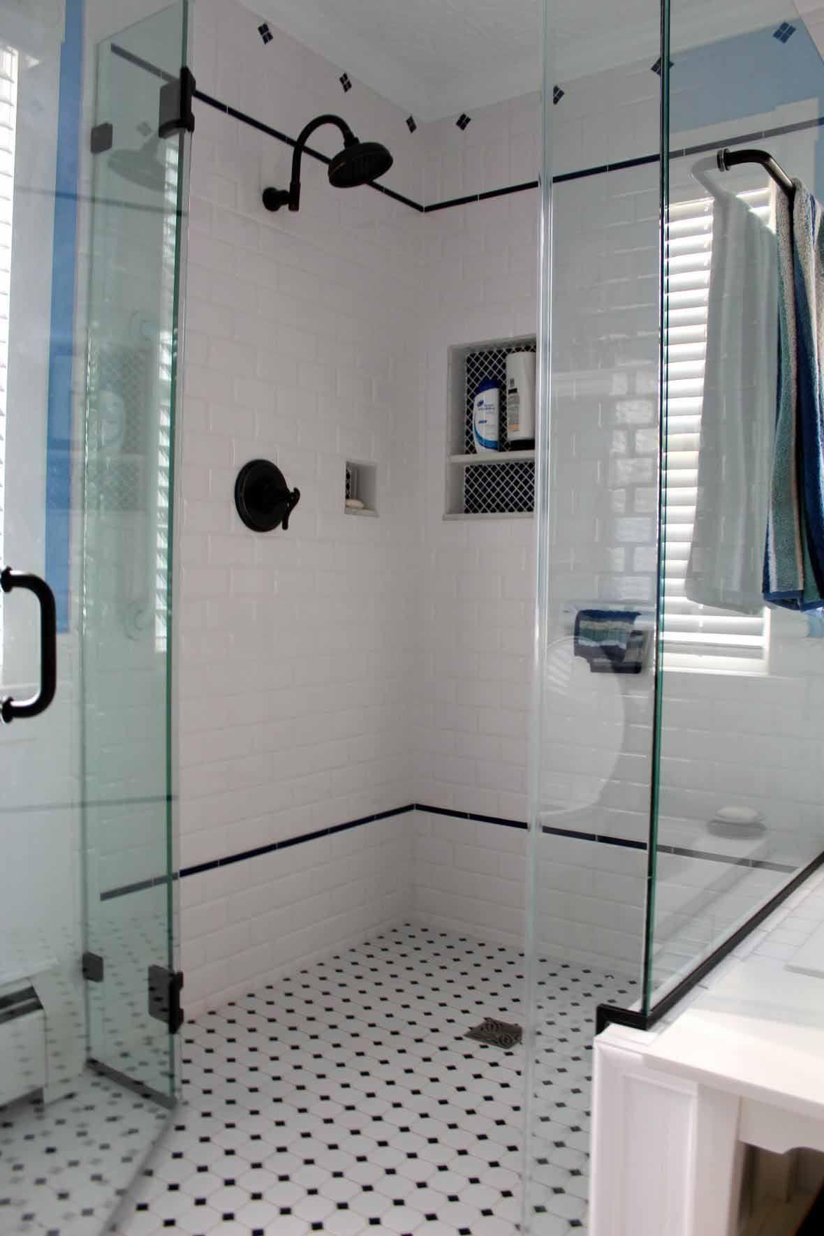 Minimalist Interior Bathroom Design With Foxy Vintage