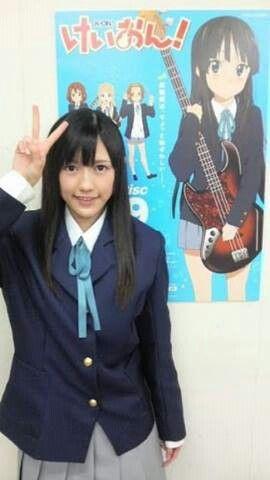 Watanabe Mayu / Mayuyu (AKB48 in front of K-On poster